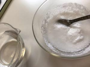 ペースト状になった過炭酸ナトリウムと重曹を混ぜたもの