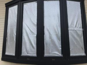 断熱材アルミシートを窓に貼ったところ