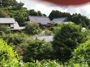 通りから見た妙法生寺