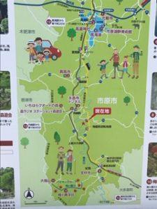 近くの遊歩道マップ看板
