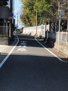 玉前神社の駐車場に津ずく道