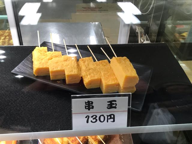 串に刺さった玉子焼き