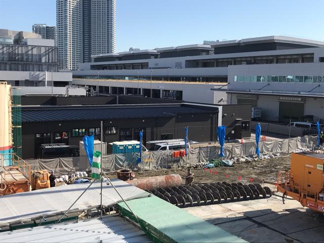 豊洲市場前駅から見た工事中の風景