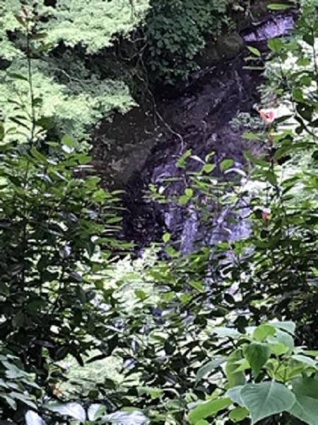 幻の滝であろう流れ