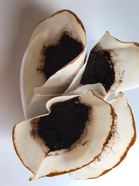 コーヒーかすを乾燥させたもの